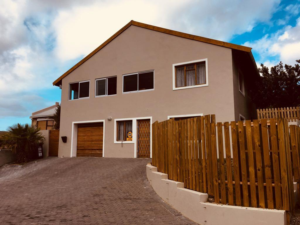 6 Bedroom  House for Sale in Simons Town - Western Cape